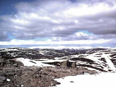 View from top of Cairnwell chair across Butchart's Corrie, April 2001