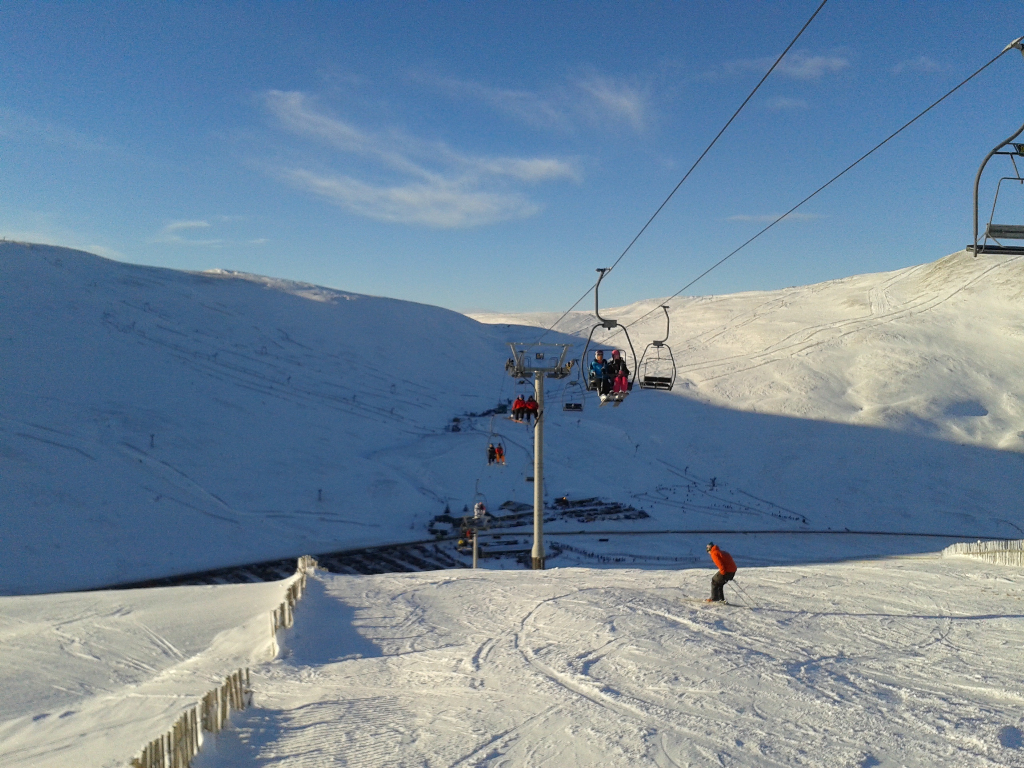 Sunnyside chairlift, with the Carn Aosda behind. Jan 2015.